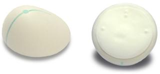 Implante cubierto de poliuretano